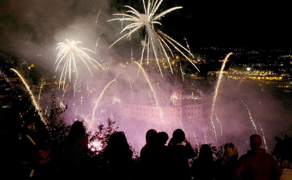 Slavnosti 2012 začaly průvodem a ohňostrojem