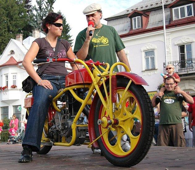 Nejdelší motocykly světa se po roce opět vrátily do Krásné Lípy