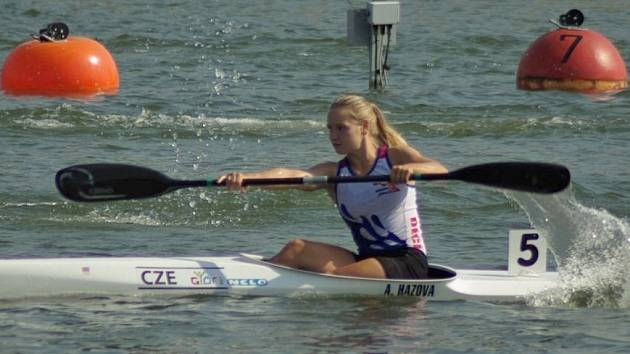 Adéla Házová byla jasnou hvězdou na Českém poháru v Račicích. Všechny tři své starty proměnila v jednoznačná vítězství a znovu vylepšené osobní rekordy.