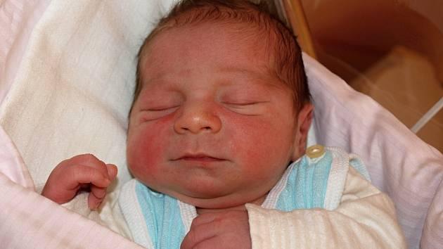 Žanetě Rácové z Mikulášovic se 13. června v 11.25 v rumburské porodnici narodil syn Jiří Matoušek. Měřil 50 cm a vážil 3,35 kg.