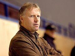 KAREL CHLÁDEK, trenér HC Děčín, už vyhlíží dnešní zápas proti Kolínu.