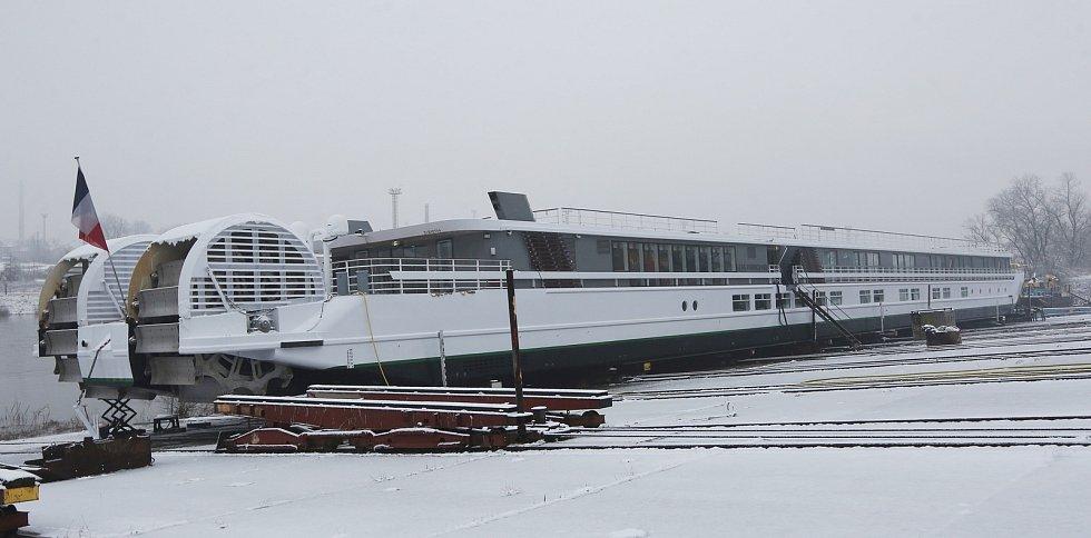V děčínských loděnicích v Křešicích opravují unikátní loď Elbe Princesse. Děčínský Deník měl možnost se podívat do útrob této krásné lodě.