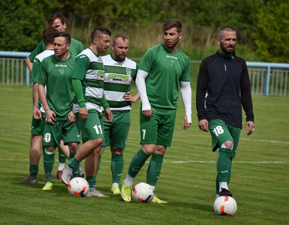 Fotbalisté Jílové (bílé dresy) podlehli v přípravném utkání Novému Boru 0:1.