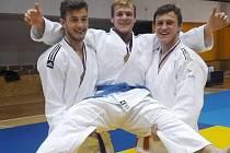 DĚČÍNSKÝ JUDISTA Jakub John (uprostřed) vyhrál ve váze 90 kg republikový titul.