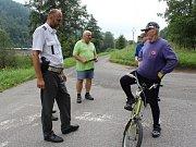Policie kontrolovala na Labské stezce v Děčíně cyklisty, zda nepili před jízdou alkohol.