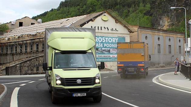 Po téměř roce byl otevřen most přes Jílovský potok v Děčíně.