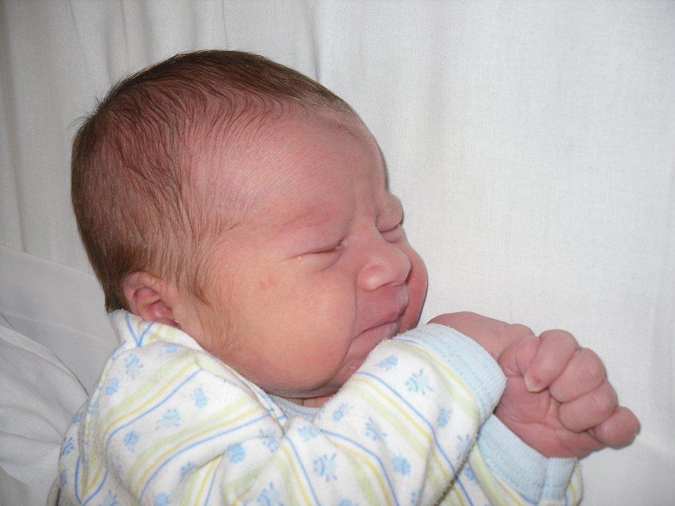 Mamince Květě Lukšíčkové a tatínkovi Otovi Kopáčovi z Děčína se ve středu  23. října v 23:19 hodin narodil syn Vítězslav Kopáč. Vážila 3,62 kg.