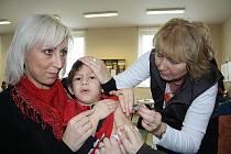 Klíšťata jim neublíží! Děti z dětského domova v České Kamenici dostaly injekci.