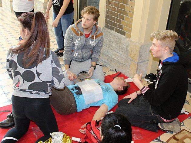 Soutěž středních zdravotnických škol v první pomoci.