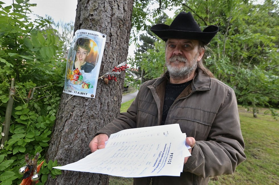 Otec zavražděného mladíka organizoval ve Varnsdorfu petici za obnovu procesu