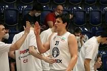 Děčínští basketbalisté slaví první výhru v nadstavbě, doma porazili Svitavy 93:82.
