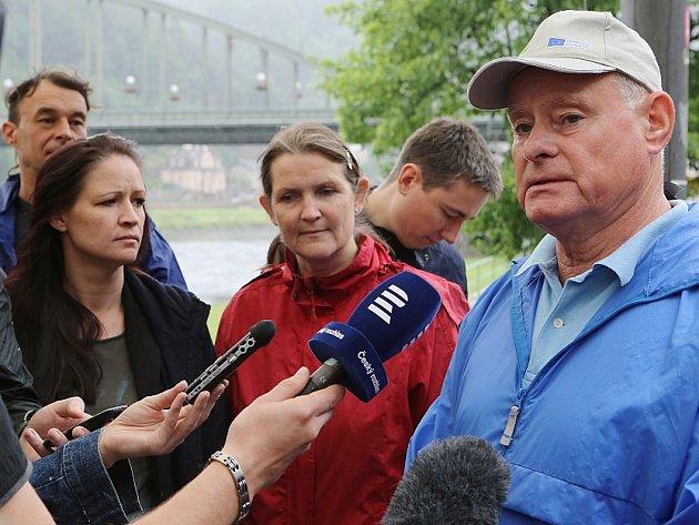Arnika uspořádala v Děčíně k jezu tiskovou konferenci.