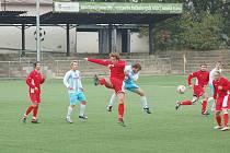 JUNIOR Děčín (v pruhovaném) doma prohrál 2:3 s Bezděkovem.