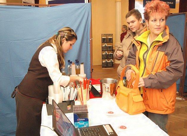 Výstava je zaměřena na aktuální nabídku vzdělávacích programů středních škol v regionu pro školní rok 2009-2010.