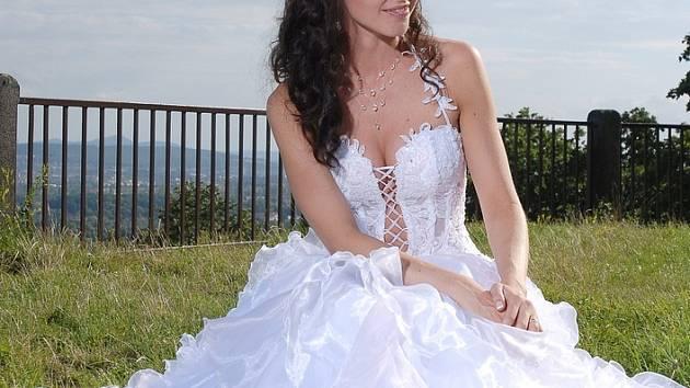 Lenka Taussigová ve svatebních šatech