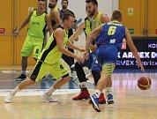 PŘÍPRAVA. Basketbalisté Děčína (žlutá) doma přivítali Ústí nad Labem.