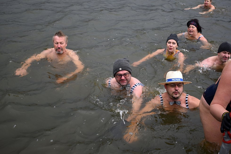 Otužilci se v neděli koupali v Cimráku v Krásné Lípě.