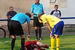 VÍTĚZSTVÍ. Fotbalisté Šluknova (v červeném) vyhráli v Proboštově 4:2.