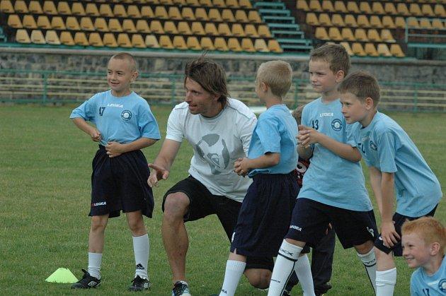 NAŠEL SI ČAS. Petr Voříšek při tréninku ve vlastní fotbalové akademii.