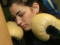 LUCIE SEDLÁČKOVÁ se připravuje na další zápas.