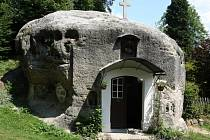 Skalní kaple ve Všemilech.