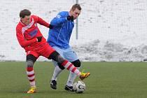VILÉMOV OBHÁJIL. Divizní celek (v modrém) porazil dorost Varnsdorfu 5:0 a vyhrál děčínský zimní turnaj.