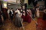 Maturitní ples rumburské obchodní akademie.