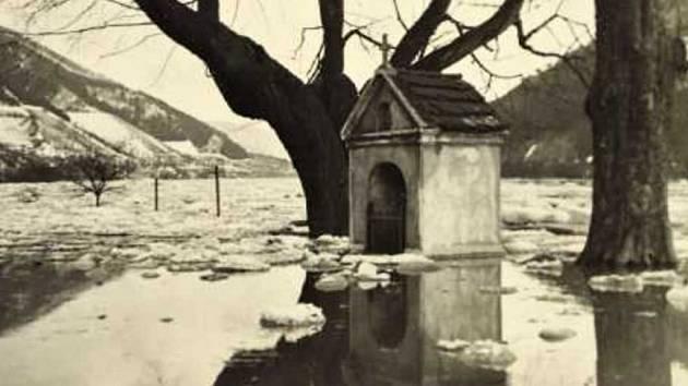 Zaplavená kaplička v Těchlovicích.