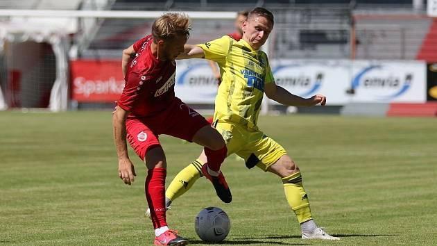 Varnsdorf (ve žlutém) porazil Energii Cottbus 2:0.