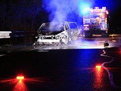 Ženě shořelo auto u Dobkovic.