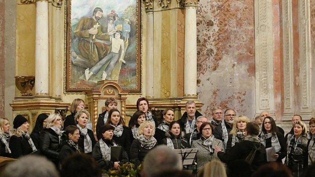 Benefiční koncert v kostel v Bělé