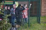 Fotbalisté Varnsdorfu (ve žlutém) doma nestačili na Žižkov.