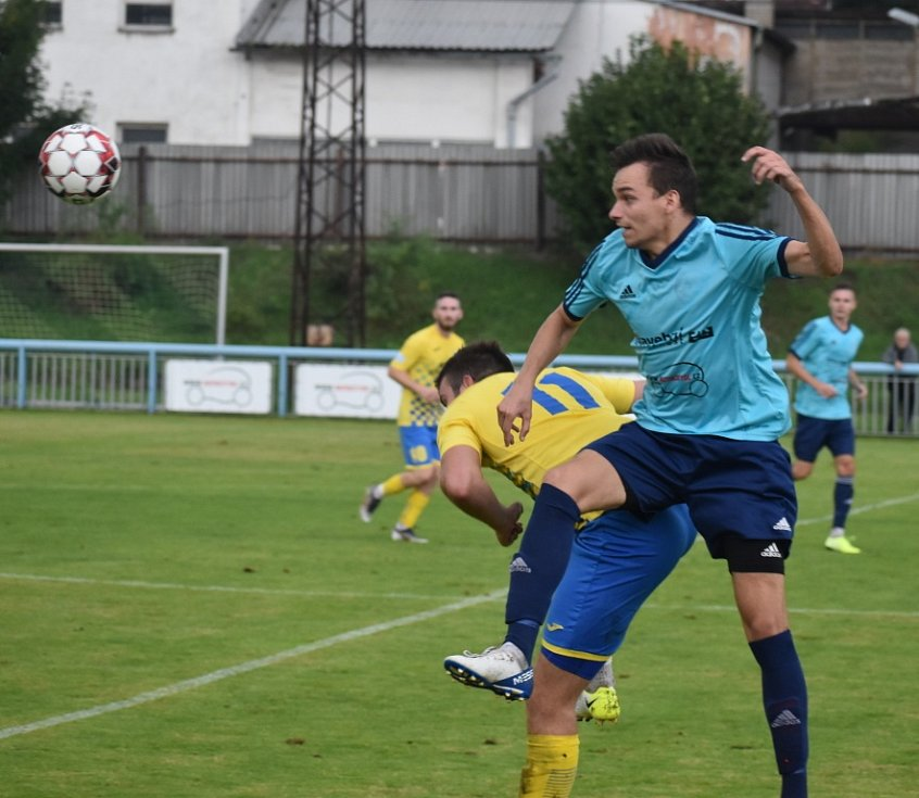 Jílové (modré) dresy doma na podmáčeném terénu porazilo Litoměřicko 1:0.