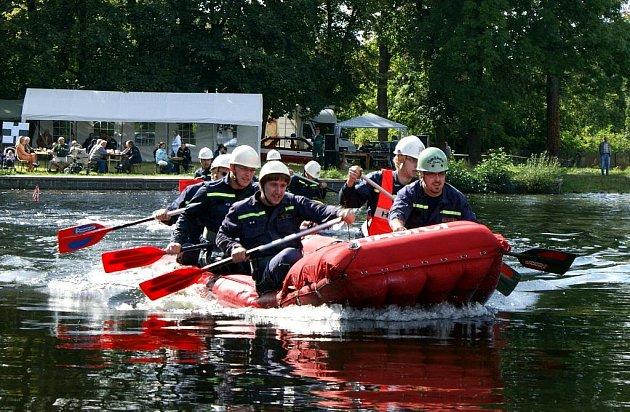 Na Zámeckém rybníku ve Šluknově se uskutečnil 17. ročník soutěže hasičských družstev – Memoriál Josefa Včely.