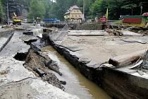 Most stržený povodní ve Hřensku bude hotový na začátku listopadu.