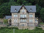 Vila Waldstein ve Žlebu v Děčíně zeje prázdnotou.