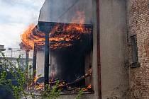 Hasiči z Krásné Lípy zasahovali u požáru.