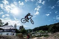 MILAN MYŠÍK si ve Švýcarsku dojel pro čtvrté místo. V nabitém startovním poli to je  parádní výsledek. Na snímku je Myšík ze skoku na pro sekci.