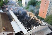 Areál bývalého ZZN na Starém Městě, ráno po večerním požáru.