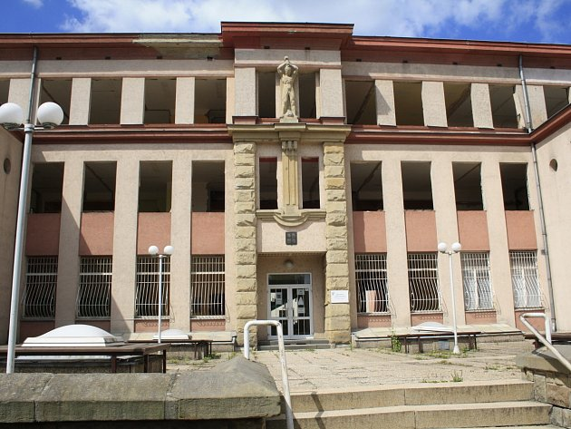 Bývalá poliklinika v Děčíně se postupně mění v úřad práce.