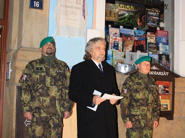 V Děčíně odhalili pamětní desku rodákovi, který padl u Dunkerque.