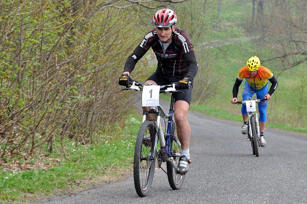 Seriál veřejných závodů horských kol Peklo severu vstoupil do své 11. sezony a jeho součástí byla i horská časovka na Jedlovou.