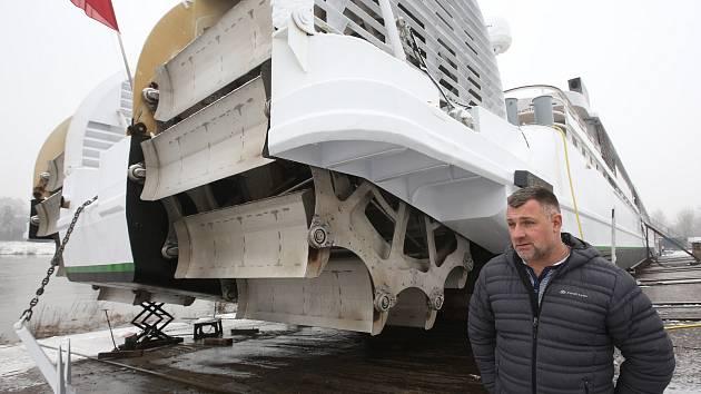 Loď Elbe Princesse v děčínských loděnicích.