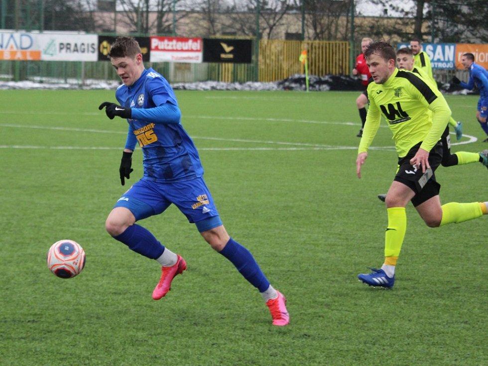 Fotbalisté Varnsdorfu (v modrém) porazili 2:1 Ústí nad Labem.