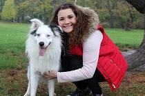 Tereza Kamínková a její pes Lukas na Mariánské louce v Děčíně.