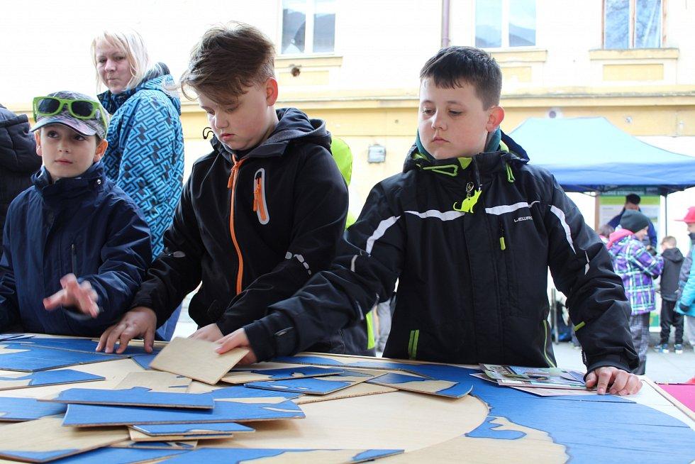 V Děčíně oslavili 20. dubna na Husově náměstí Den Země.