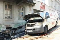 Požár způsobil na autě škodu 400 tisíc.