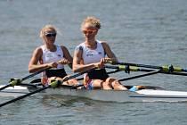 Česká posádka na dvojskifu ve složení Kristýna Fleissnerová (vlevo) a Lenka Antošová v Brazílii ostudu neudělala. Ve finále B si dojela pro 4. místo.
