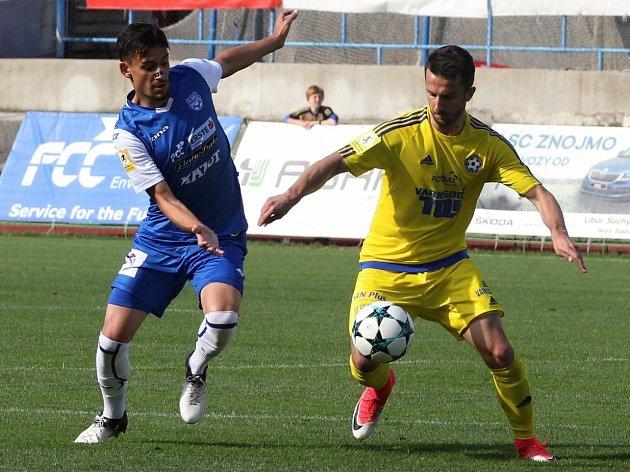 VARNSDORF (ve žlutém) vyhrál ve Znojmě 2:0.