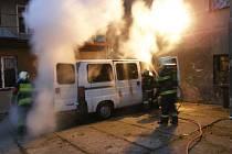 K požáru osobního automobilu vyjeli v pátek okolo sedmé hodiny ranní děčínští hasiči.